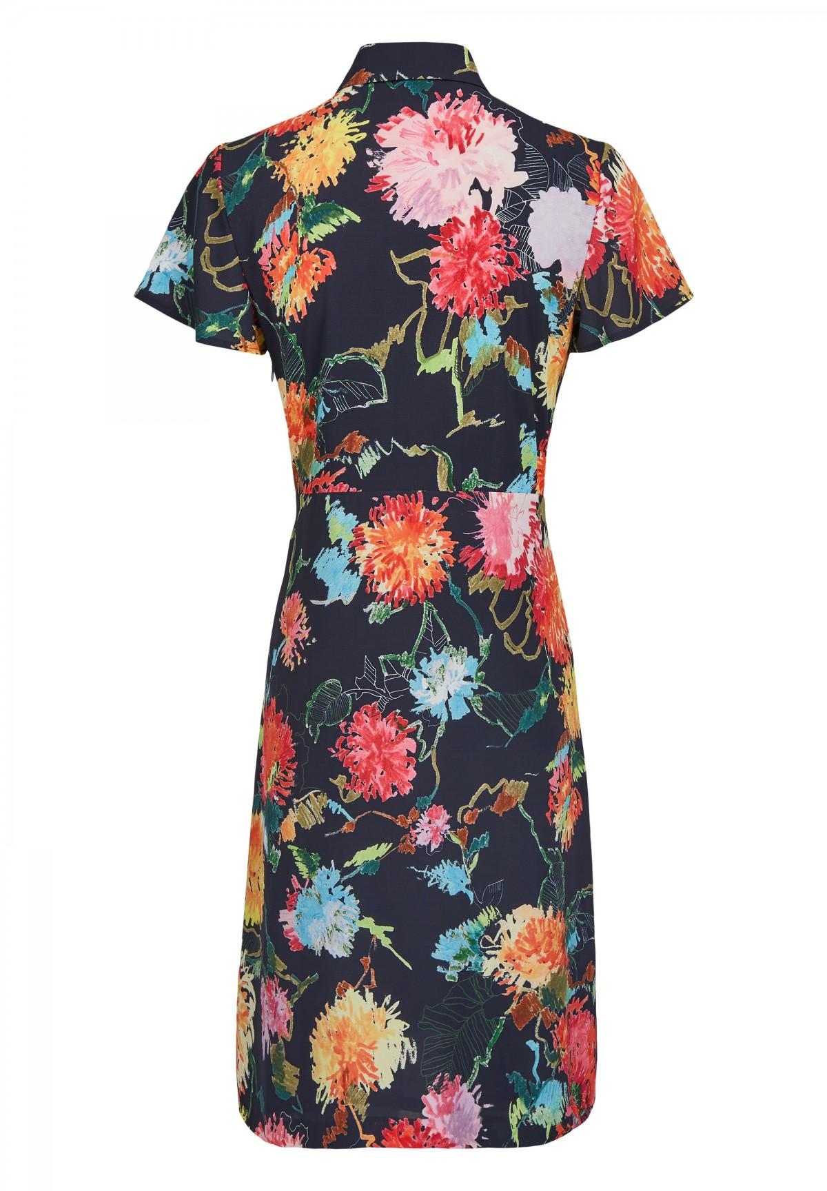 Sommerliches Kleid mit Rüschen / Dress