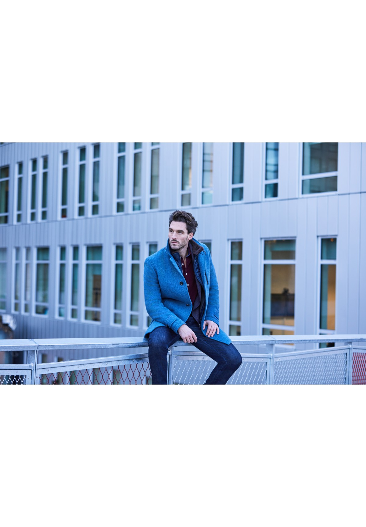 Moderner Mantel aus unifarbener Wollmischung / COAT LINUS