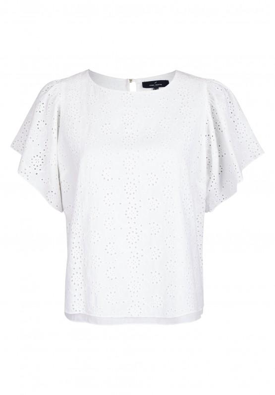 Artikel klicken und genauer betrachten! - Diese hübsche, besonders feminine Bluse eignet sich perfekt für warme Sommertage. Sie kommt im modischen Schnitt mit trendigen Fledermausärmeln und einem hübschen Lochmuster. Die Bluse ist hoch geschlossen und lässt sich am Rücken verschließen. | im Online Shop kaufen