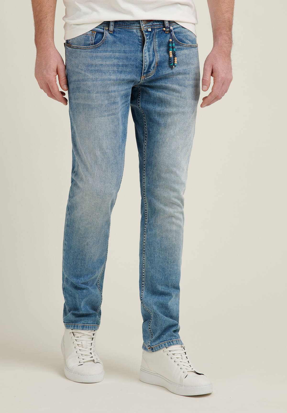 Straight Fit Jeans / JEANS