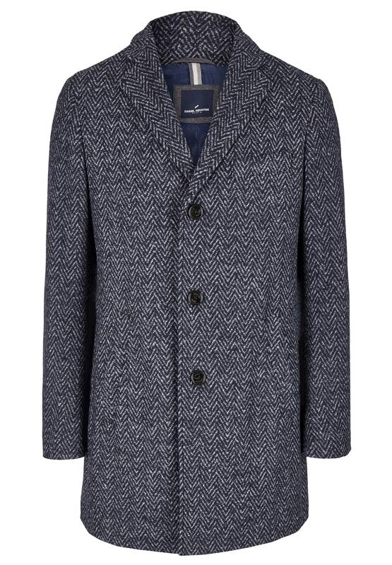 Artikel klicken und genauer betrachten! - Dieser stylische Mantel aus Woll-Jersey mit seinem prägnantem Herringbone Dessin, wird bald zu Ihrem Lieblingsmantel. Der softe Griff und der komfortable Sitz machen diesen Mantel zum idealen Businesspartner, aber sieht auch sehr lässig zu allen Casual-Outfits aus. Der softe Stoff, Einschubtaschen, der klassische Kragen und die 3er Knopfleiste unterstreichen die coole Silhouette des Mantels. Modell: DAH-45003-102268 | im Online Shop kaufen